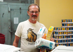 guides parishes volunteers to open new pantry to feed people in need
