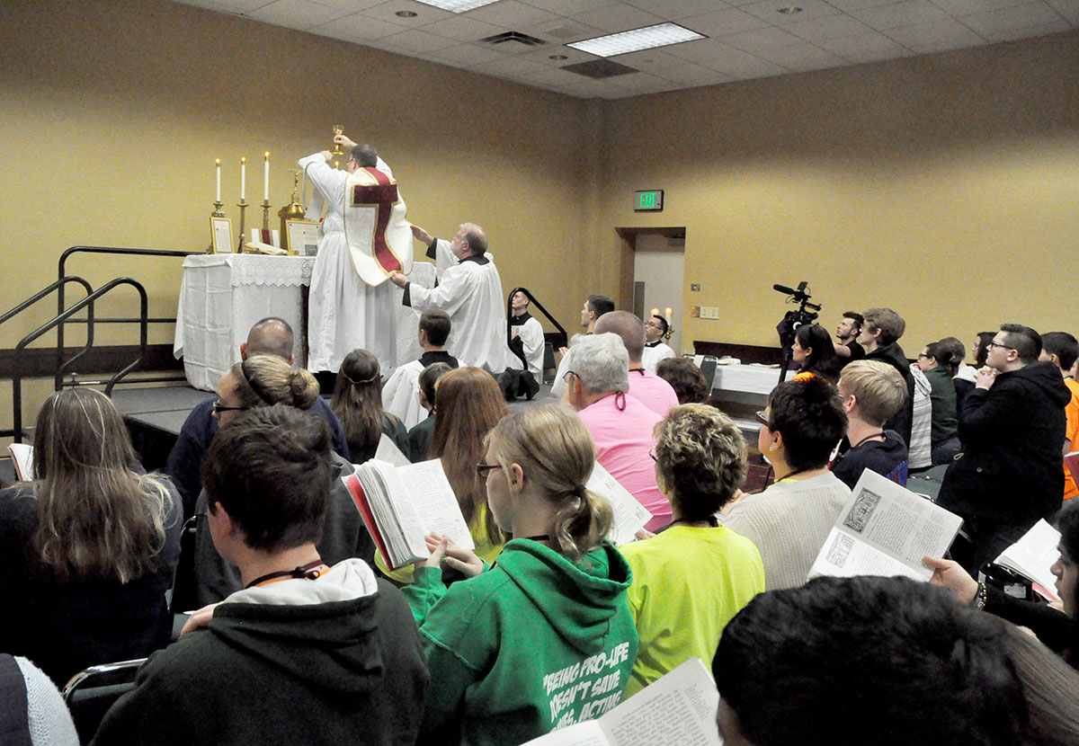 Extraordinary form of the Mass draws youths into quiet